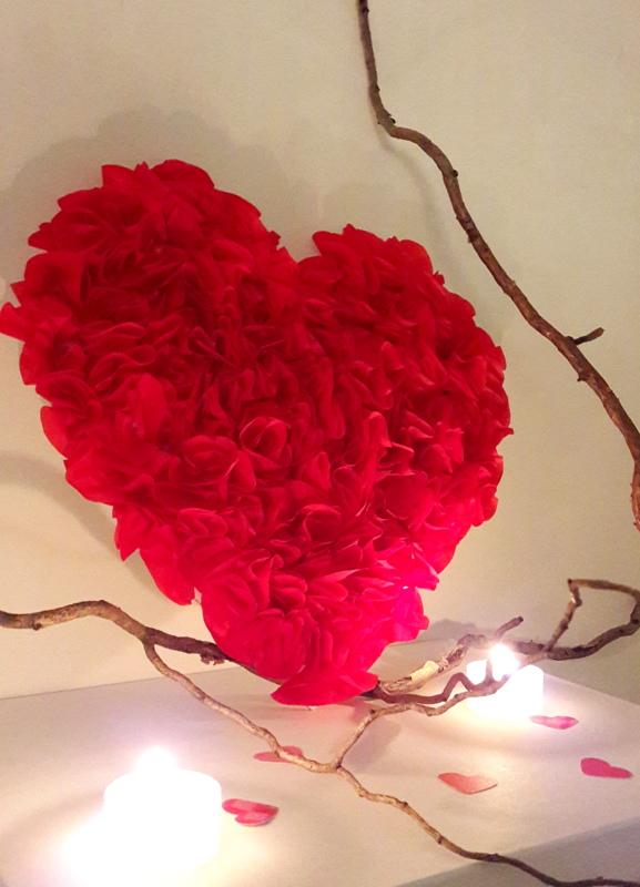 decor-tissue-paper-red-heart-9